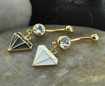 女性如何选购适合自己的钻石耳环?