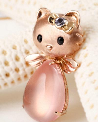 福泰珠宝Kitty猫18K玫瑰金芙蓉石胸针吊坠(图)